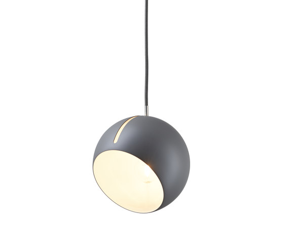 Tilt Globe pendant light grey di Nyta | Lampade sospensione