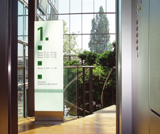 transparent Overviews free standing by Meng Informationstechnik | Display stands