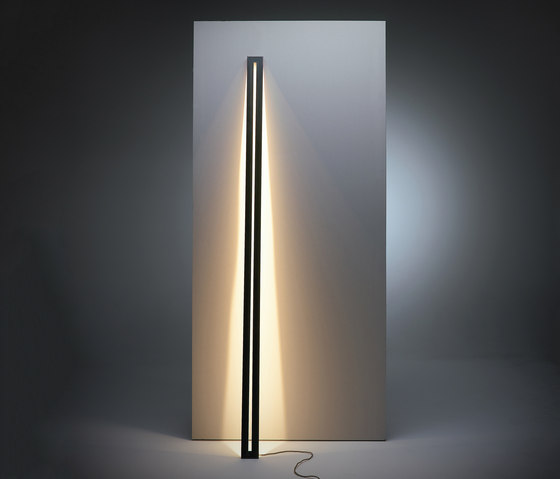 Framed leaning floor lamp by Jacco Maris | Free-standing lights