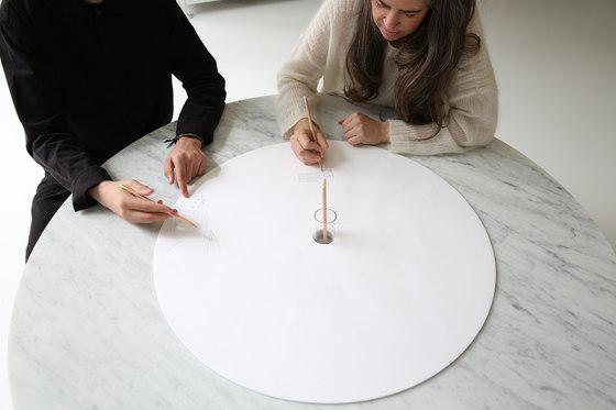 cantilever table · round top von molo | Objekttische