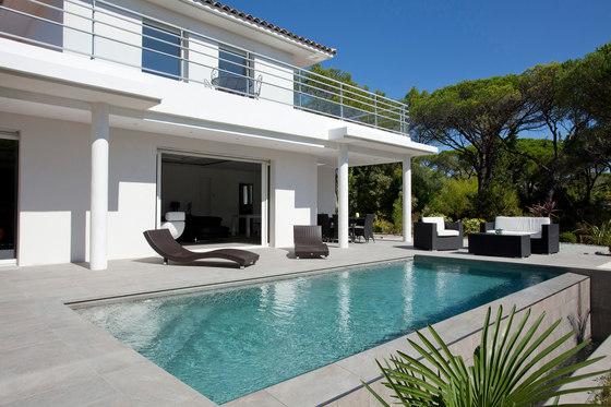 Piscines d 39 architecte de piscines carr bleu for Verre 51 piscine design tabac