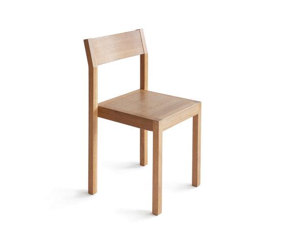 Seminar KVT2 Stackable Chair de Nikari | Chaises polyvalentes