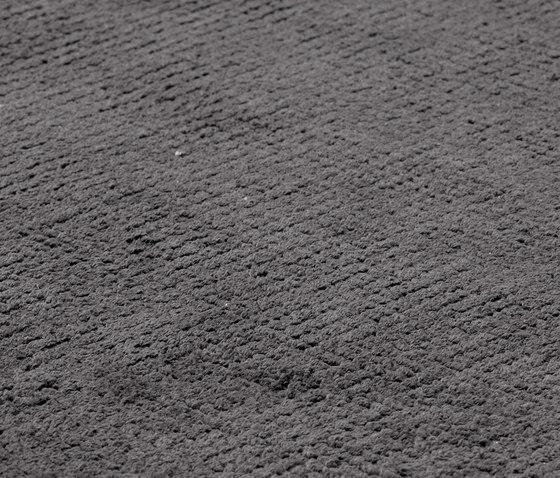 Dune Max Viscose deep carbon von kymo | Formatteppiche
