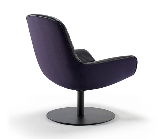 Leya | Lounge Chair mit Tellerfuß von FREIFRAU MANUFAKTUR | Sessel