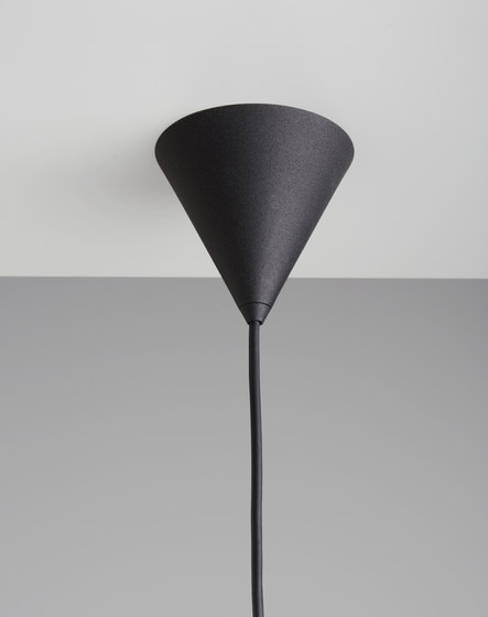 Core | Pendant in Nero Marquina Marble von Terence Woodgate | Pendelleuchten