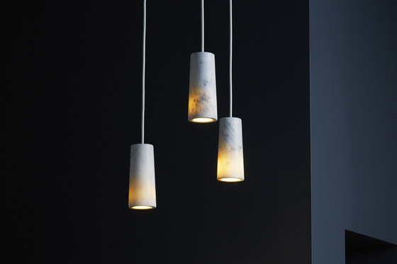 Core | Three Pendant Cluster in Carrara Marble von Terence Woodgate | Pendelleuchten