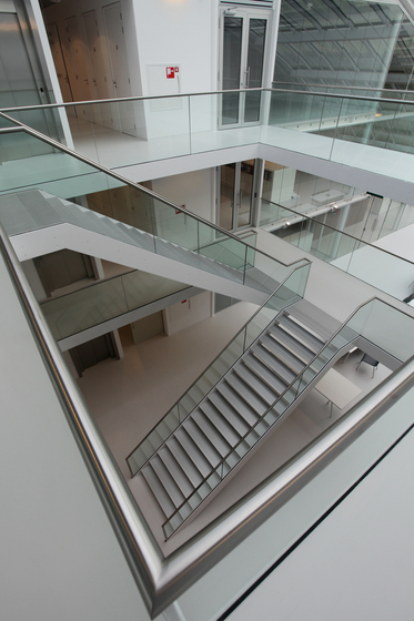 Straight Stairs Steel TRE-552 by EeStairs | Staircase systems