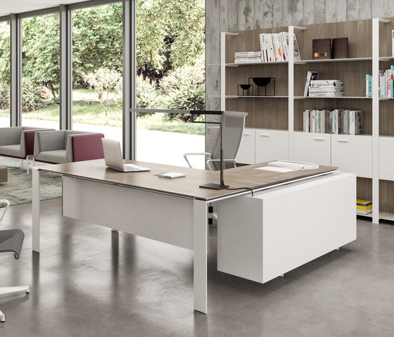 X7 by Quadrifoglio Group | Desks