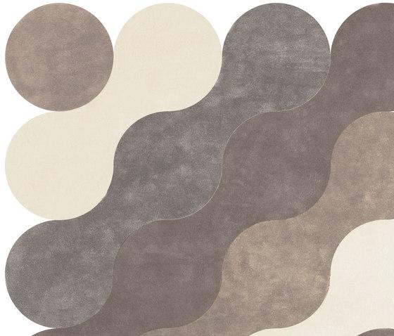 Vagues de la Mer von Now Carpets | Formatteppiche / Designerteppiche