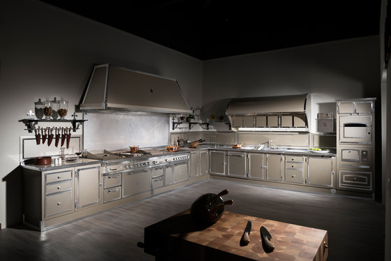 TAILOR MADE KITCHENS | CHAMPAGNE & SATIN NICKEL by Officine Gullo | Fitted kitchens