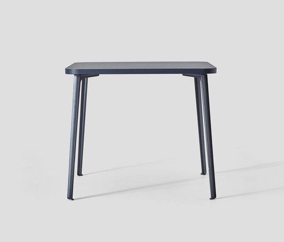 Canteen Table Lino de VG&P | Tables de repas