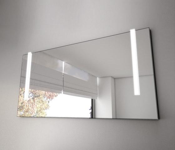 Bel miroir avec clairage led vertical miroirs muraux for Miroir avec eclairage