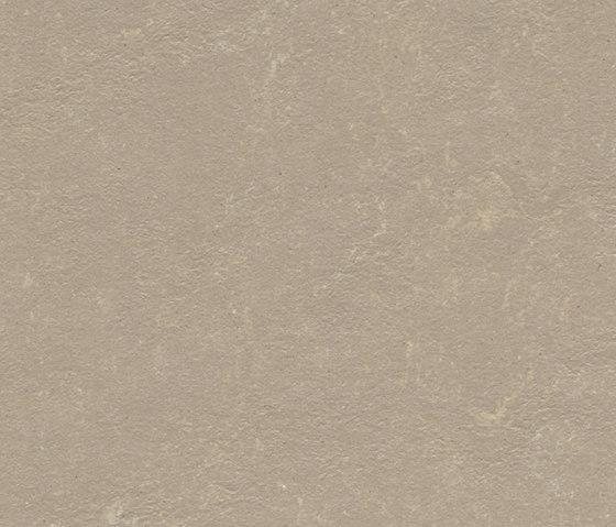 Marmoleum Concrete fossil di Forbo Flooring   Pavimentazione linoleum