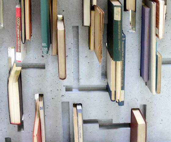 Applied Literature von IVANKA | Tischgestelle
