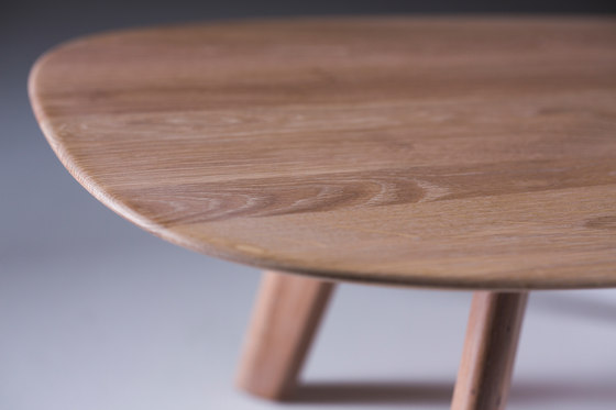 Luc Coffee Table Oval by Artisan | Lounge tables