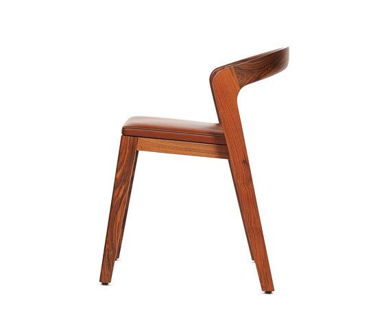 Play Chair – Solid American Walnut with camel calf leather cushion de Wildspirit | Sillas