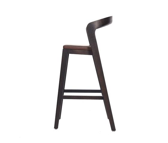 Play Barstool High – Oak Stained with dark brown calf leather cushion de Wildspirit | Taburetes de bar