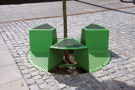 sinus | Tree guard by mmcité | Tree grates / Tree grilles