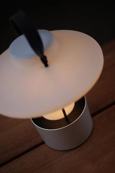 Claro! de TRADEWINDS | Lampes à poser d'extérieur