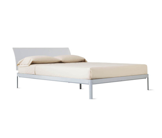 Min Bed with Plexi Headboard von Design Within Reach | Betten