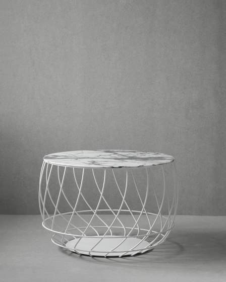 Spin marble top by Friends & Founders | Coffee tables