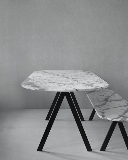 Saw Table marble white rounded de Friends & Founders | Mesas comedor