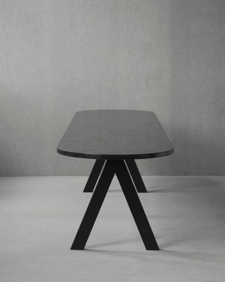 Saw Bench marble black rounded von Friends & Founders   Sitzbänke