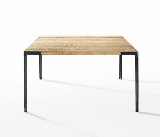 Fan table by Desalto | Dining tables