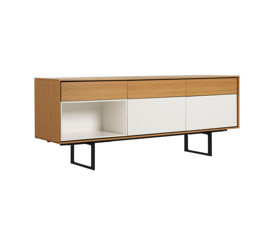 Aura Credenza de Design Within Reach | Sideboards
