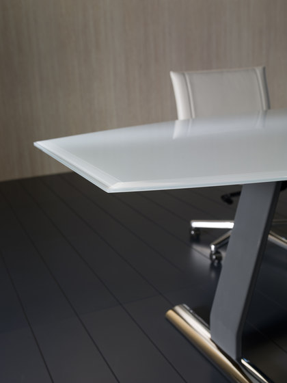 Dolmen by i 4 Mariani | Contract tables