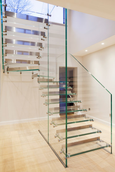 Mistral All Glass with Steel Risers by Siller Treppen | Staircase systems