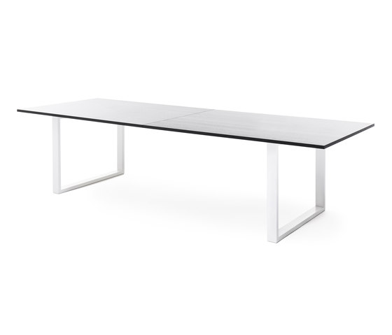 Frankie conference table with sled base de Martela | Mesas contract