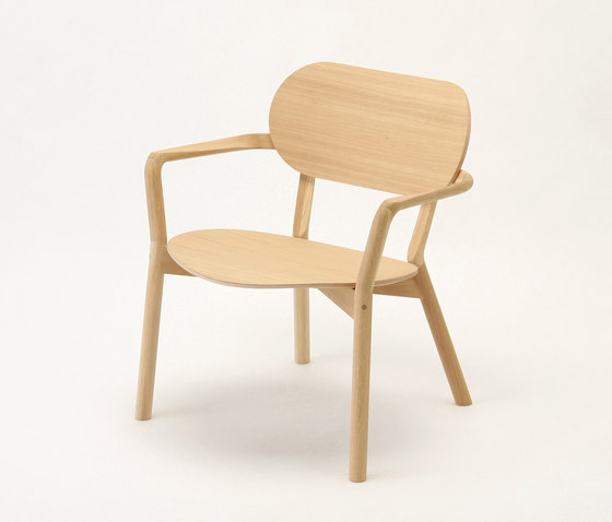 Castor Low Chair von Karimoku New Standard | Sessel