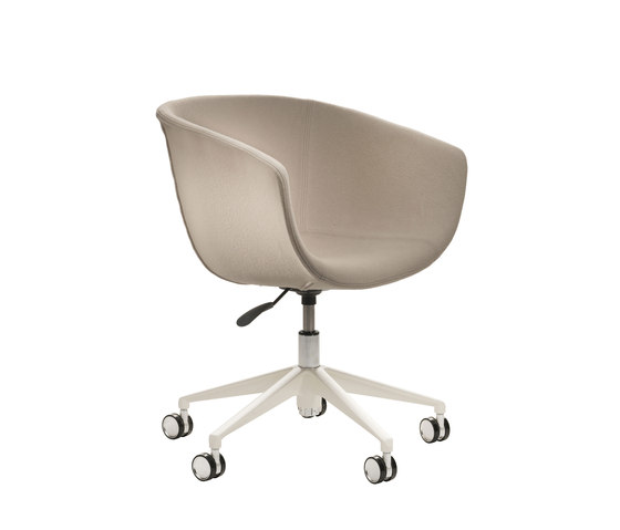 Derby | 5 star swivel base with castors, upholstered von Segis | Arbeitsdrehstühle