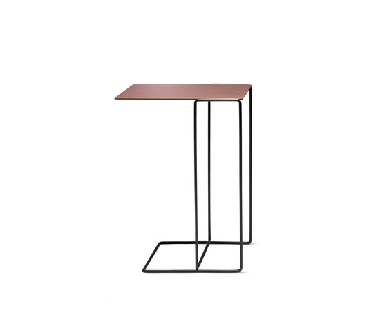 Oki occasional table de Walter K. | Tables d'appoint