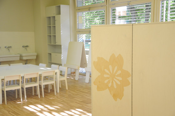 Atelier closet de PLAY+   Meubles rangement enfant