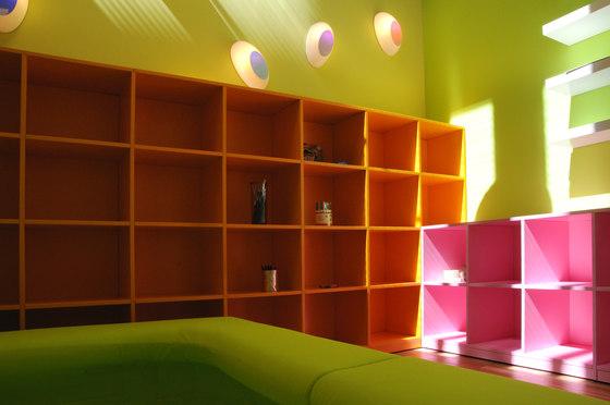 Libreria basic color di PLAY+ | Sistemi scaffale ufficio