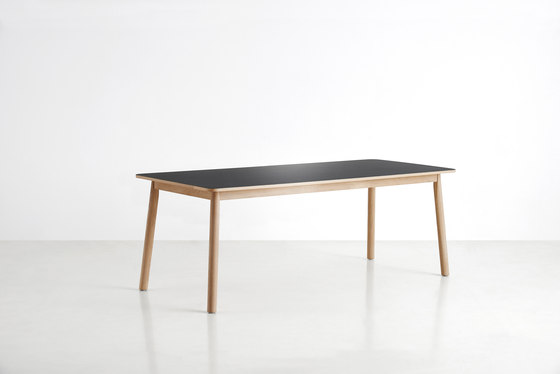 Pause Dining Table de WOUD | Tables de repas