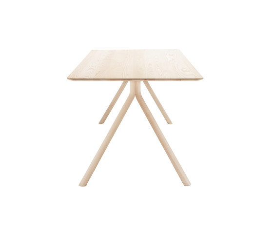 1060 by Thonet | Dining tables