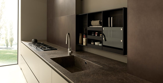 Blade 2 linear, lacquered and metal arrangement by Modulnova | Fitted kitchens