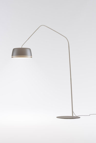 Central Floor di serien.lighting | Free-standing lights