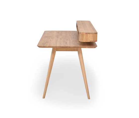 Stafa desk with shelf | 140x80 by Gazzda | Desks