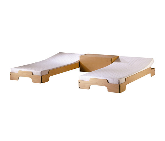 Stacking bed beech by Müller Möbelwerkstätten | Single beds