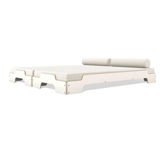 Stacking bed white with birch edge de Müller Möbelwerkstätten | Camas individuales