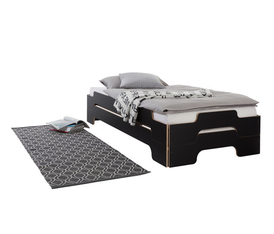 Stacking bed black with birch edge de Müller Möbelwerkstätten | Camas