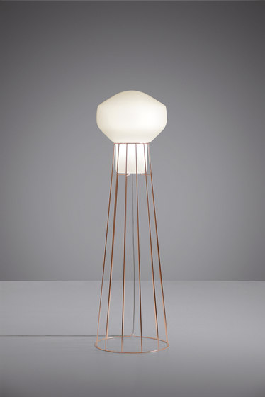 Aérostat F27 C01 41 by Fabbian | Free-standing lights