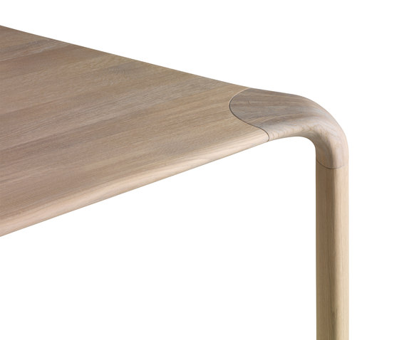 Aurelio by Leolux | Dining tables