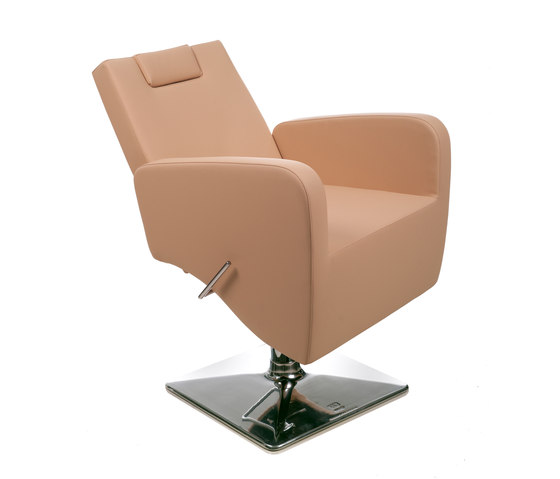Bliss | Styling Salon Chair by GAMMA & BROSS | Barber chairs