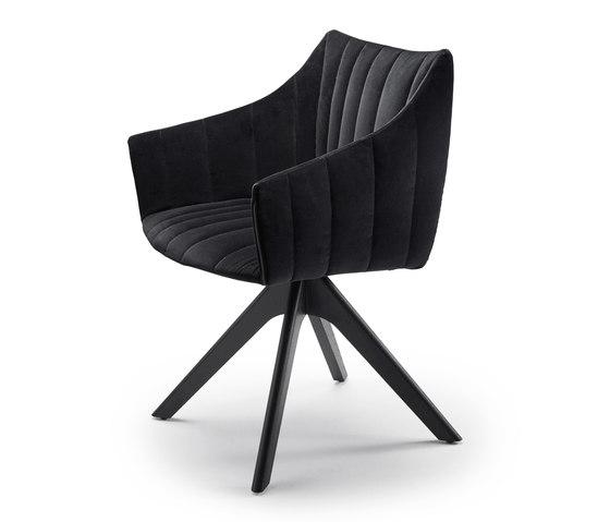 Rubie | Armchair High mit Holzstativgestell von Freifrau Sitzmöbelmanufaktur | Stühle
