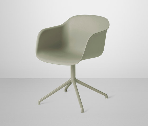 Fiber Armchair | swivel base by Muuto | Visitors chairs / Side chairs